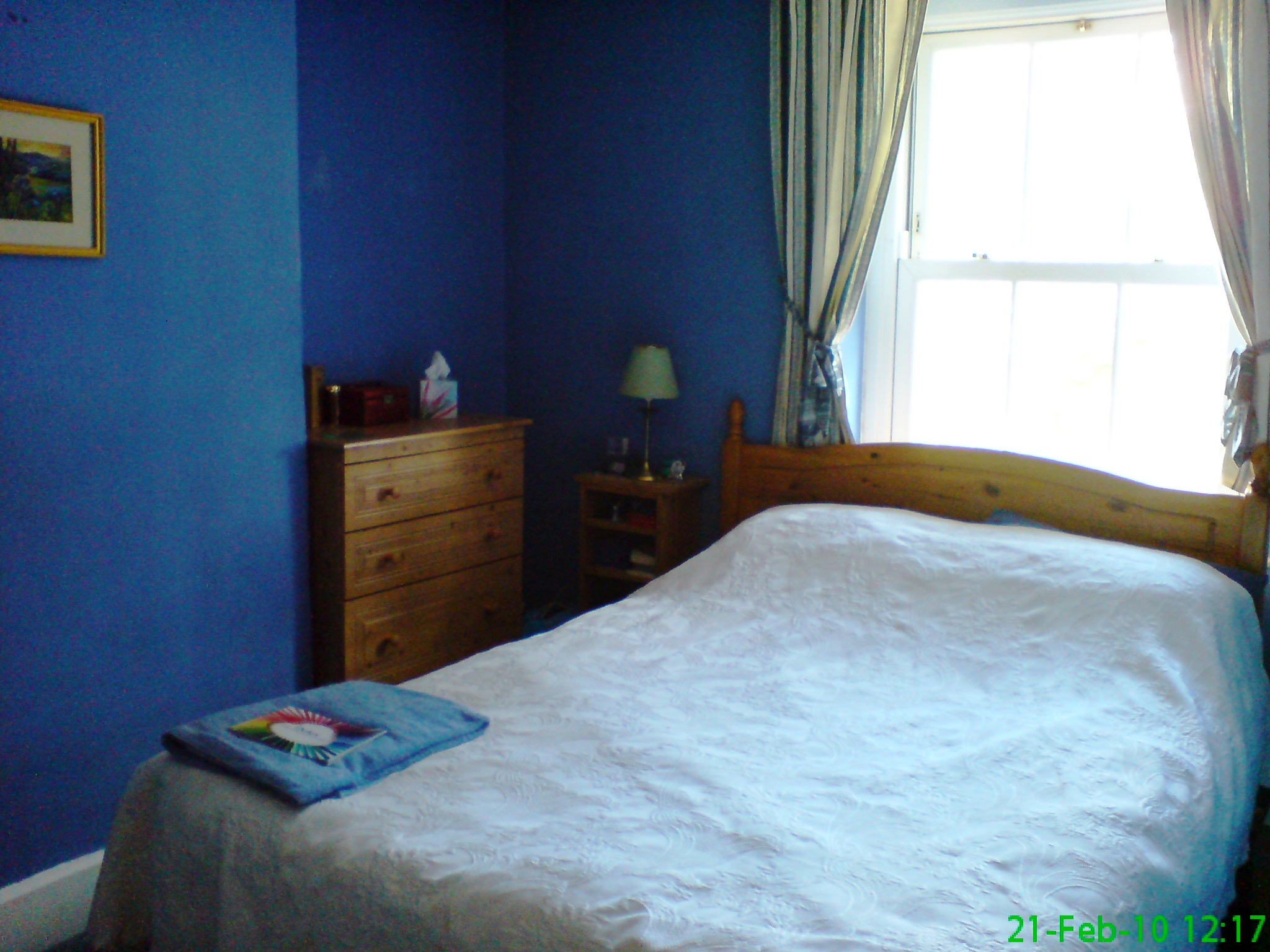 change curtains to something light and airy these are blue and gold on a cream background bedroom cream feng shui
